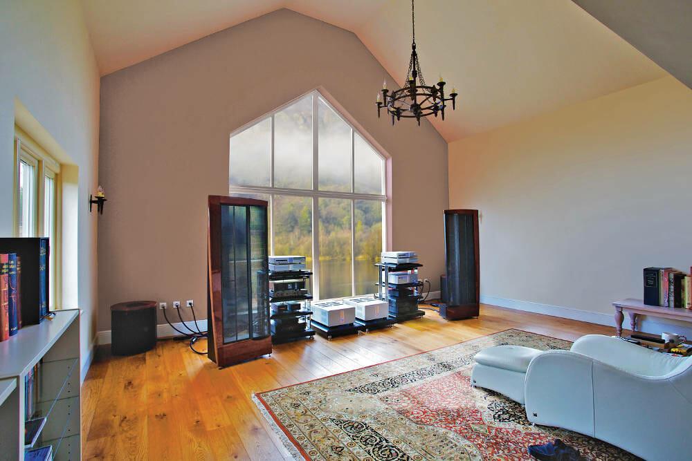 Panoramic Triangular Window