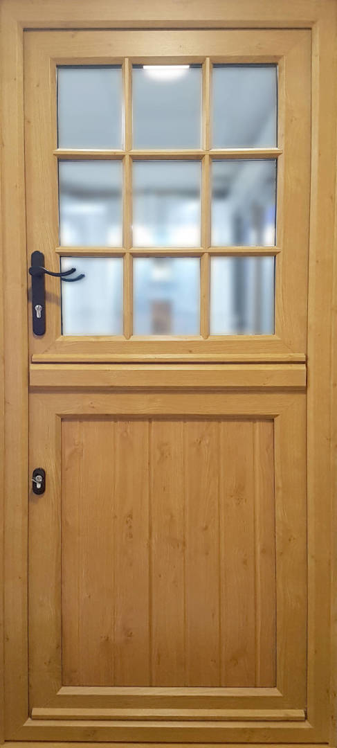 Rehau-Stable-Door - 1